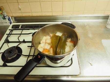 豚ばら肉と大根の煮物050