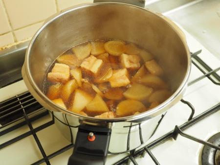 豚ばら肉と大根の煮物058