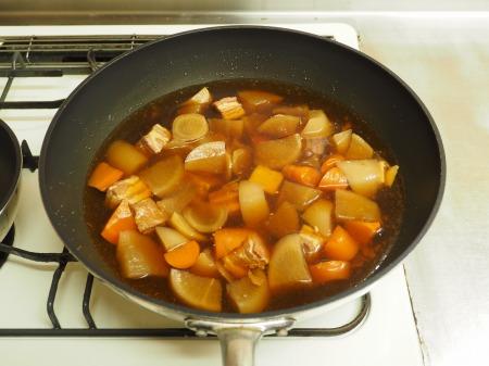 豚ばら肉と大根の煮物060