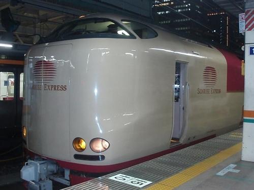 train-tokyo-003.jpg