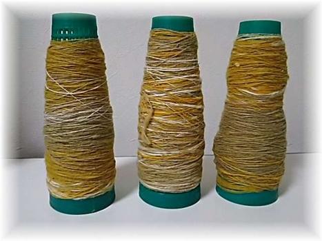 原綿を染めて糸に