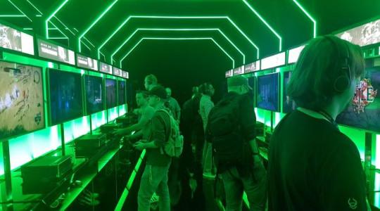 ゲームズコム2017会場はXbox One Xフィーバーで大盛り上がり!プレイステーションは影も形も無しwwww