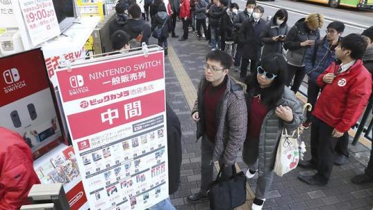 『任天堂スイッチ』が日本でもオワコンに!「いつまでも買えないから興味がなくなった」
