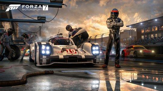 Forza7_E3_PressKit_PitCrew_01_4K.jpg