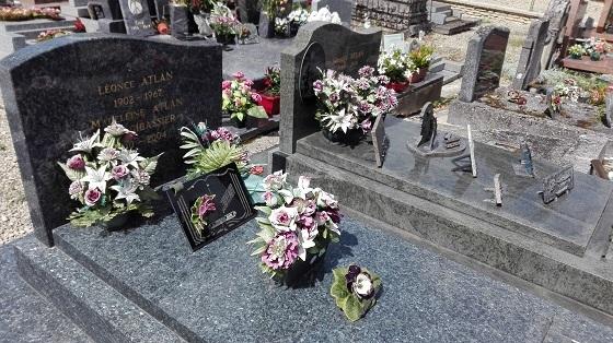 フランス田舎の教会墓地
