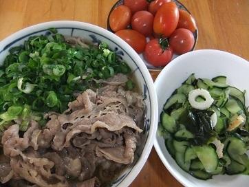 肉蕎麦、酢物、トマト