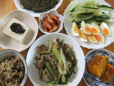 牛野菜炒め、サラダ、ニラ餅