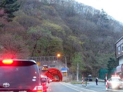 仙岩トンネルの事故で渋滞