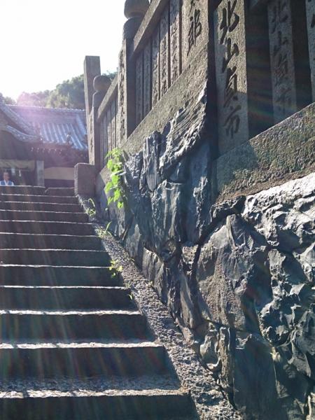 拝殿への石垣03