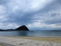 菊ヶ浜と指月山