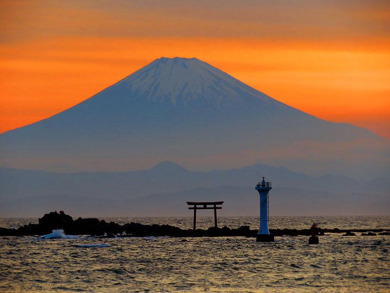 170527,名島の鳥居と富士、於 森戸神社5