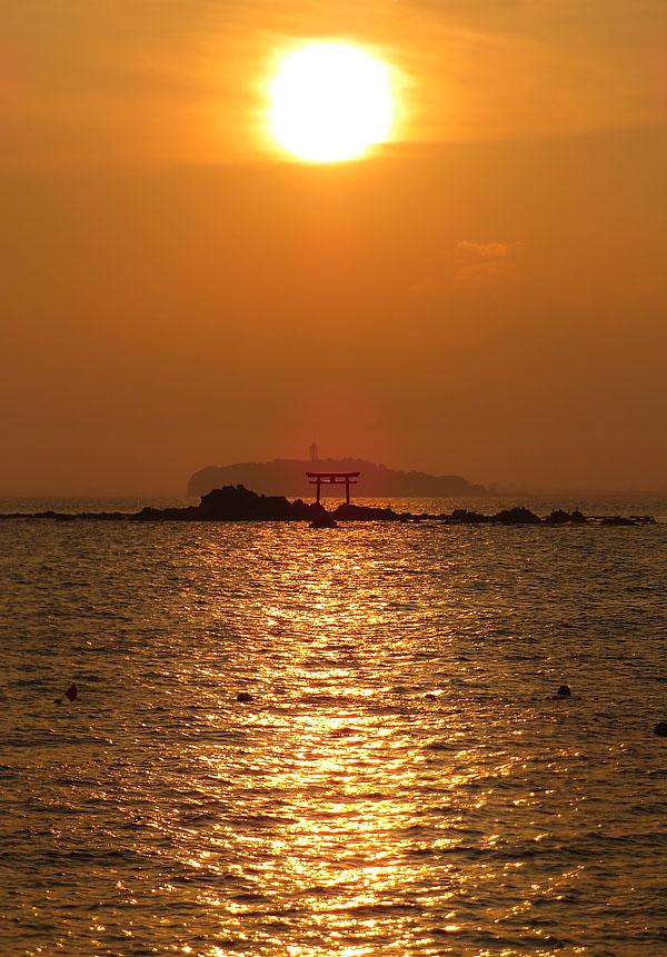 170527,名島の鳥居と富士、於 森戸神社4