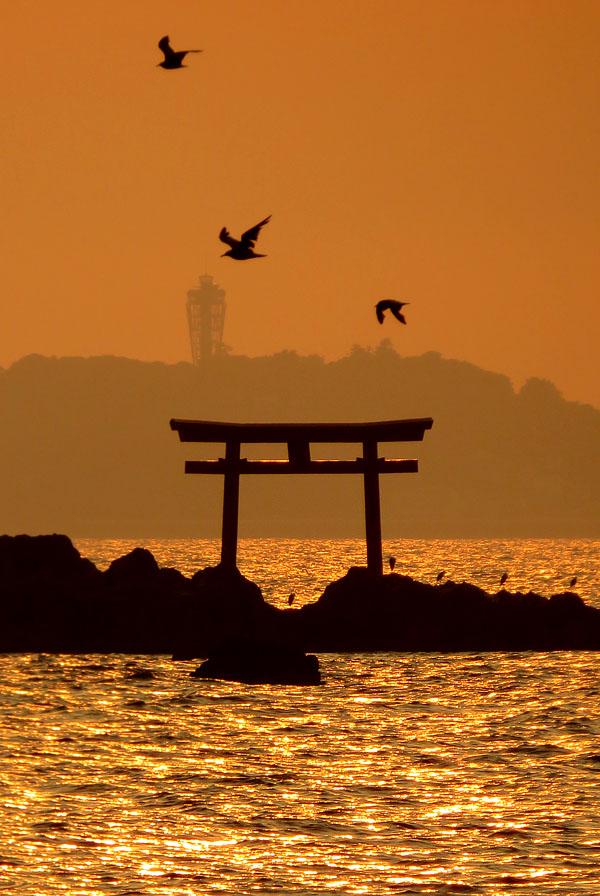 170527,名島の鳥居と富士、於 森戸神社3