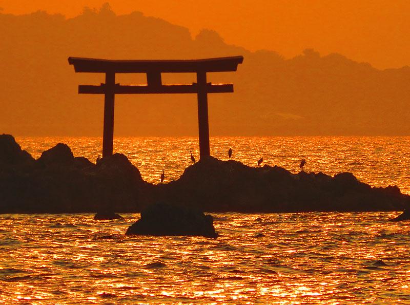 170527,名島の鳥居と富士、於 森戸神社2
