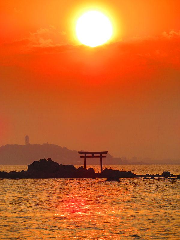 170527,名島の鳥居と富士、於 森戸神社1