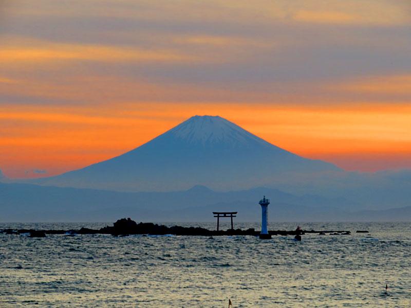 170527,名島の鳥居と富士、於 森戸神社6