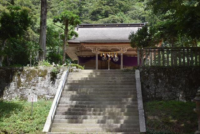 階段の上です ^^;