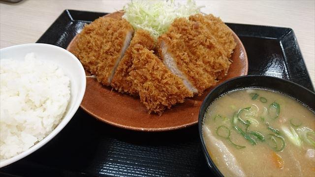 ダブルロースカツ定食?