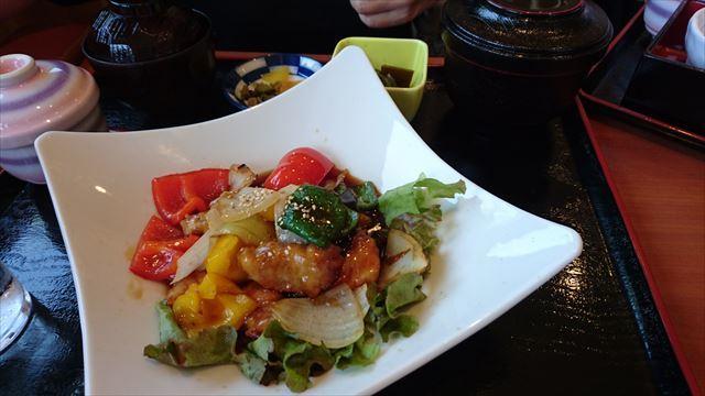 たっぷり彩り野菜の酢豚