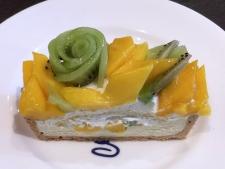 福岡県産 キウイ「甘熟娘(うれっこ)」とマンゴーのケーキ