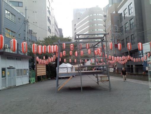 新宿の盆踊り準備中