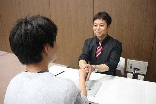 13 坂本先生握手
