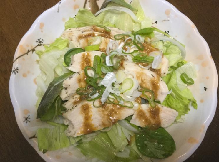 鳥の胸肉サラダ