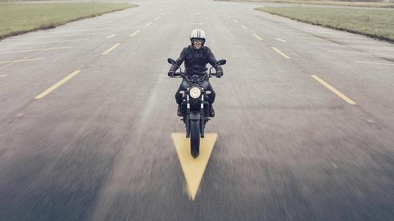 2017-Yamaha-XSR700-EU-Tech-Black-Action-005.jpg