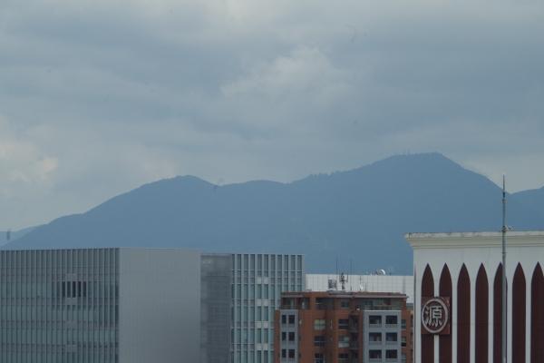 中州から見た山