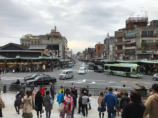 22_八坂神社から祇園を望む