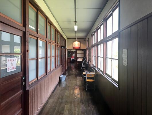 6_カフェは廊下の突き当り