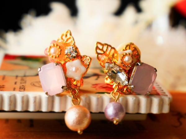 花ビーズとビジューのイヤリング