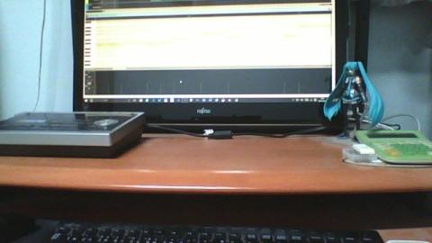 デスクトップにミクさんが立つ