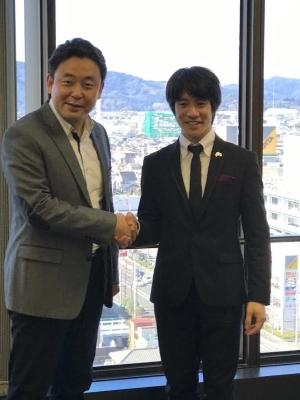 横山幸雄と伊藤悠貴 握手2017