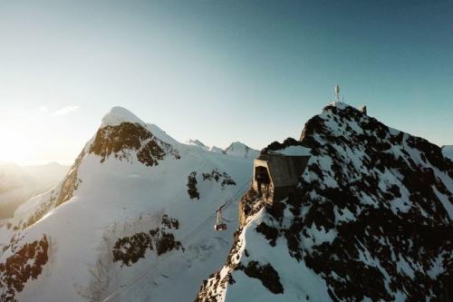 Key-Visual-Matterhorn-glacier-paradise_front_large.jpg