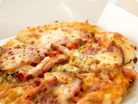 糖質を抑えたピザシリーズ ピザハット ライザップコラボ こだわり3種ミートのイベリコデラックス