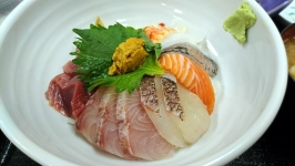 長浜の博多魚がし市場会館店で特上海鮮丼♪