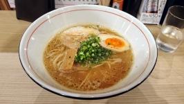 下通りのらぁ麺 紬(TSUMUGI)でこってり醤油ラーメン。