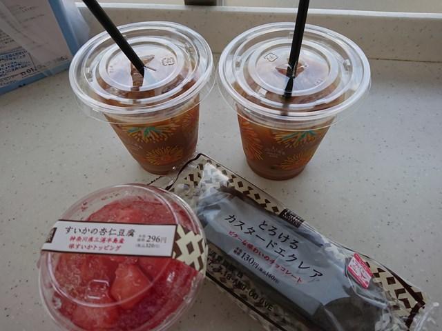 6 すいかの杏仁豆腐とろけるカスタードエクレア (1)