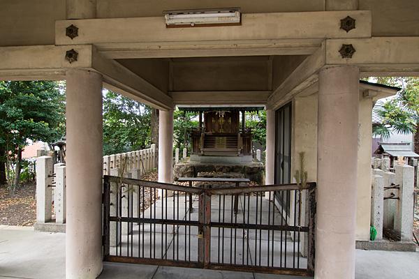 波限神社拝殿から見る本殿