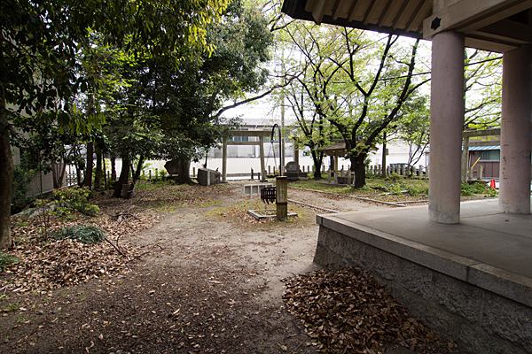 波限神社境内の風景