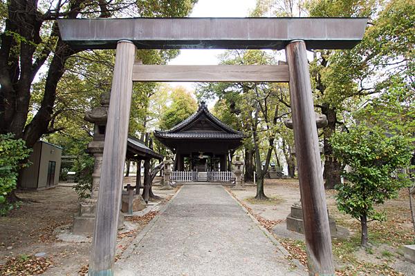二番熱田社鳥居と拝殿