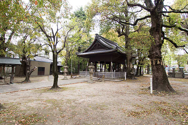 二番熱田社拝殿と境内