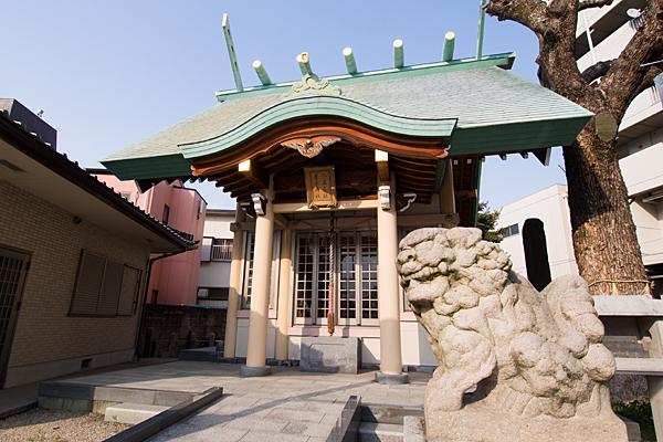 新栄八王子社狛犬と拝殿