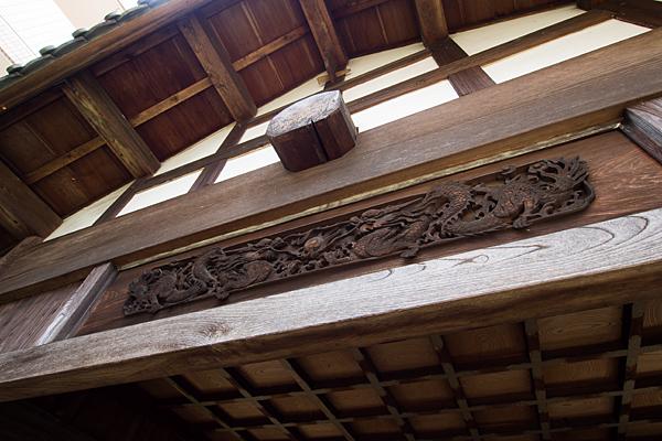 夜叉龍神社隣接する堂