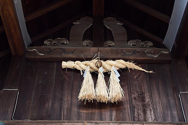 六生社注連縄と彫り物