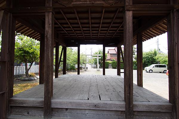 岩塚八幡社拝殿から見る境内