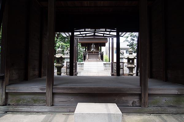 川前白山社拝殿から見る本殿