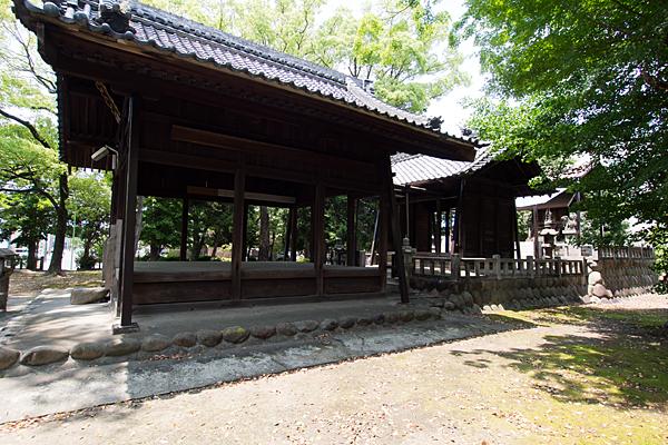 川前白山社社殿を横から