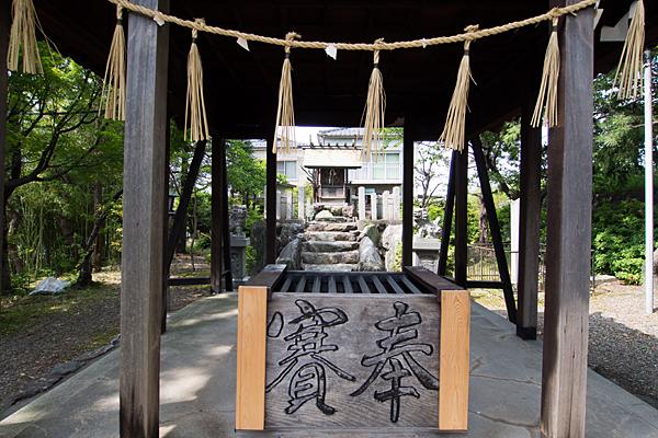 津島社拝殿から本殿